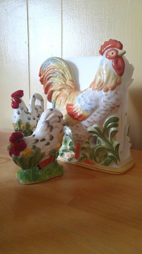 Art Indoors  Art And Craft Creativity Still Life Toy Multi Colored Close-up Man Made Object Napkin Holder Salt And Pepper Shakers Tabletop Chickens Creativity Indoors  Porcelaine Collectable