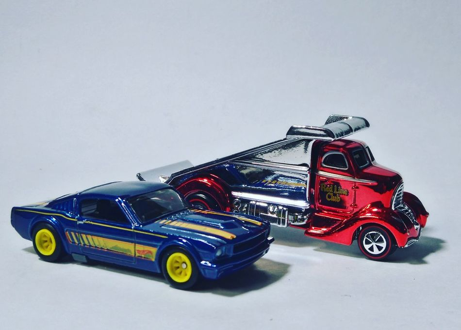 Mustang Love HotWheels Collector Diecastcar Diorama Like Photos