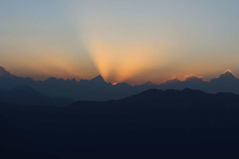 The magical shot i dreamt of at 14000 feet, with lots of blessings and love from Chandrashila peak..... First Rays EyeMe Best Shot - Landscape Heaven On Earth Sky Mountains Clouds Sunrise_Collection Eyem Masterclass DreamChaser Eye Em A Traveller Nature_collection AddictionOfPhotography Natural Beauty Morning Sky First Rays Of Sunlight Nofilterneeded Check This Out Eyem Best Shots Nature_collection India Tranquil Scene Joy Of Life That's Me Trekkinginuttarakhand Himalayas 😍 Rare Photography Eye Em Best Shots Uttrakhanddairies