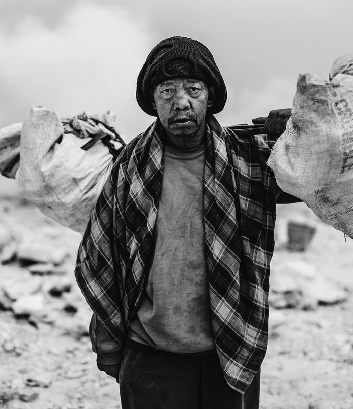 Monochrome Photography the Miner on. One of the harshest working enviroment you can imagine Person Dirty Portrait Blackandwhite Blackandwhite Photography Black And White Portrait VSCO Vscocam HDR Working Conditions TakeoverContrast EyeEm Best Shots INDONESIA ExploreEverything Moutains Acid