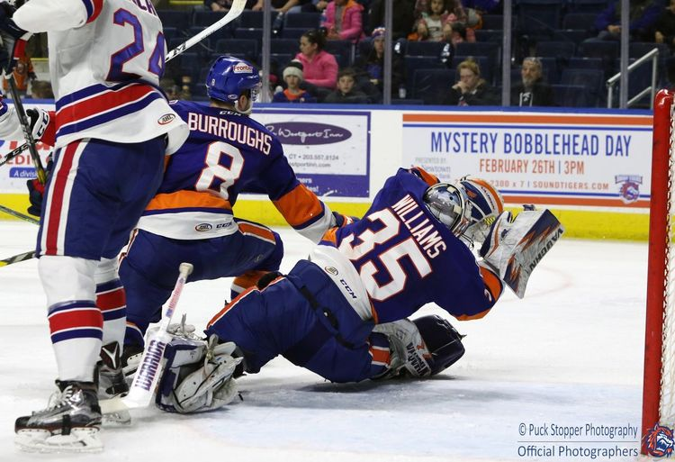 Big saves can come at anytime, you always have to be ready. He blocked this shot woth the palm of his blocker. Bridgeport Sound Tigers Bridgeport  Sound Tigers Sound Tigers Ahl American Hockey League NHL Islanders New York Islanders New York NYI All For Isles Goalie Goaltender First Eyeem Photo National Hockey League