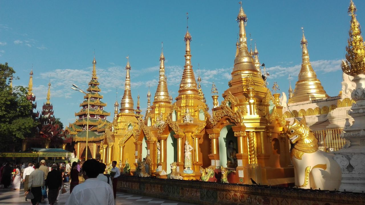 Morning At Shwedagon Pagoda Yangon Mymanar