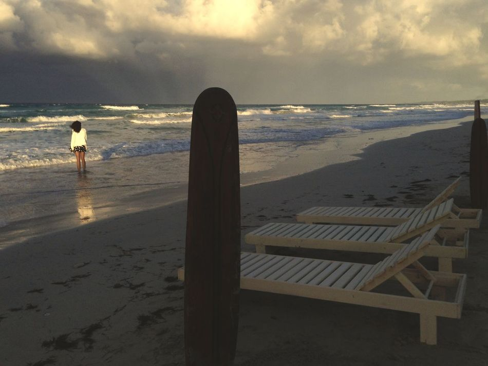 Sea Beach Horizon Over Water Water Sky Nature Scenics Outdoors Sand Tranquility Beauty In Nature Cloud - Sky Real People Day People Girl Waiting Cuba Collection Cuba