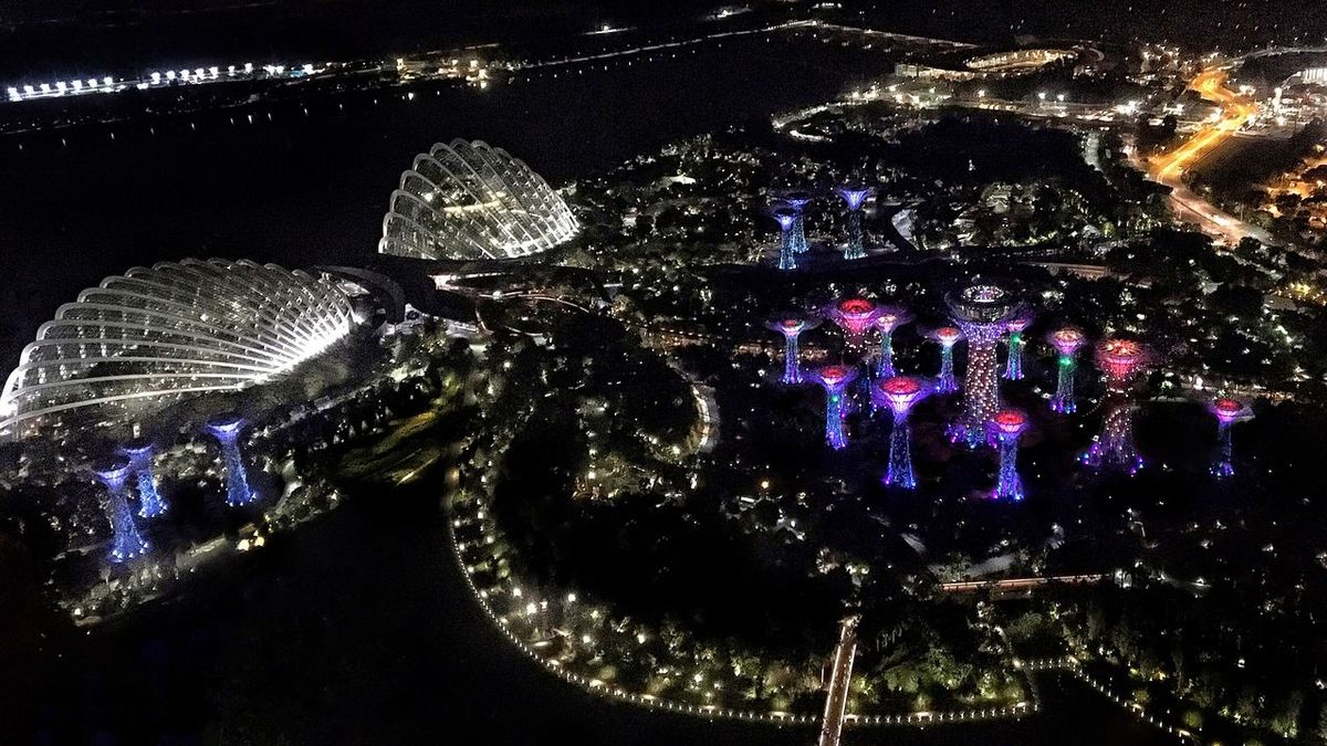 Singapore Marina by the Bay Night Illuminated No People Cityscape Outdoors Architecture Water Sky Singapore Gardens By The Bay Suoertrees Flowerdome Clouddome