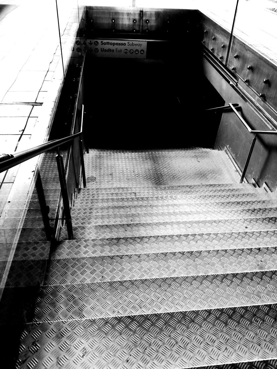 steps, steps and staircases, staircase, transportation, railing, indoors, railroad station, the way forward, high angle view, connection, public transportation, convenience, built structure, railroad station platform, architecture, technology, no people, modern, day, hand rail