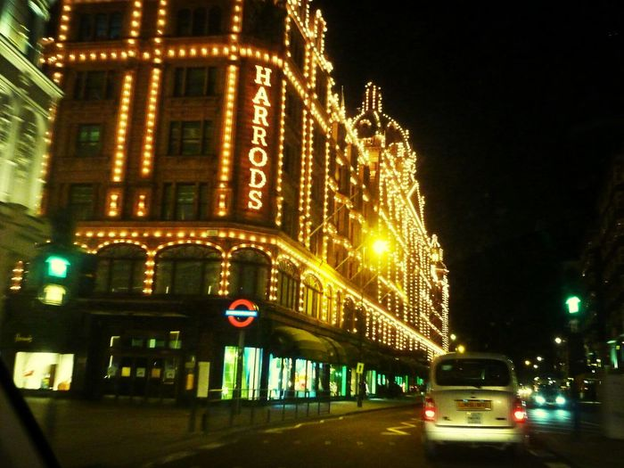Shopping London Night Harrods On The Road