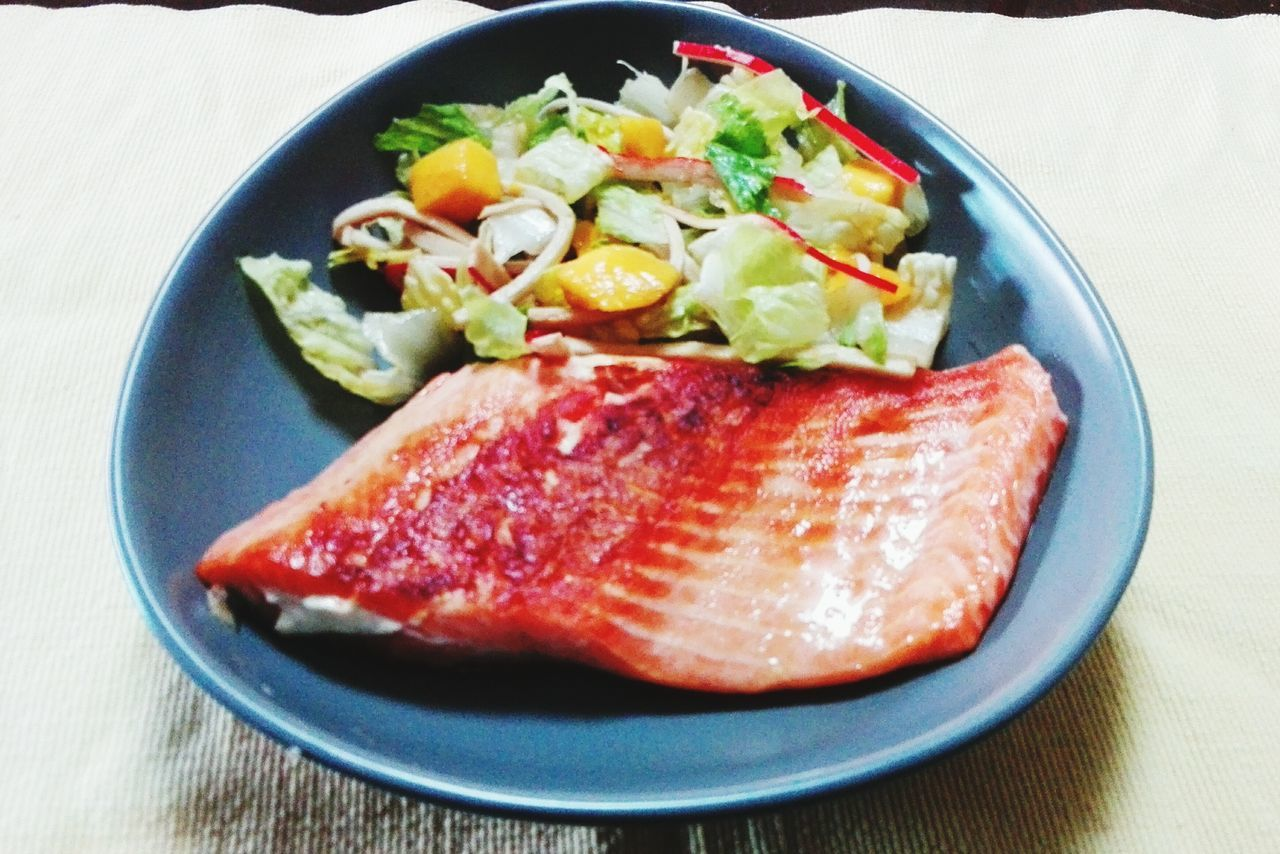 Food And Drink Food No People Plate Indoors  Close-up Freshness Healthy Eating Day Adults Only Salmone Lettuce Mango Surimi