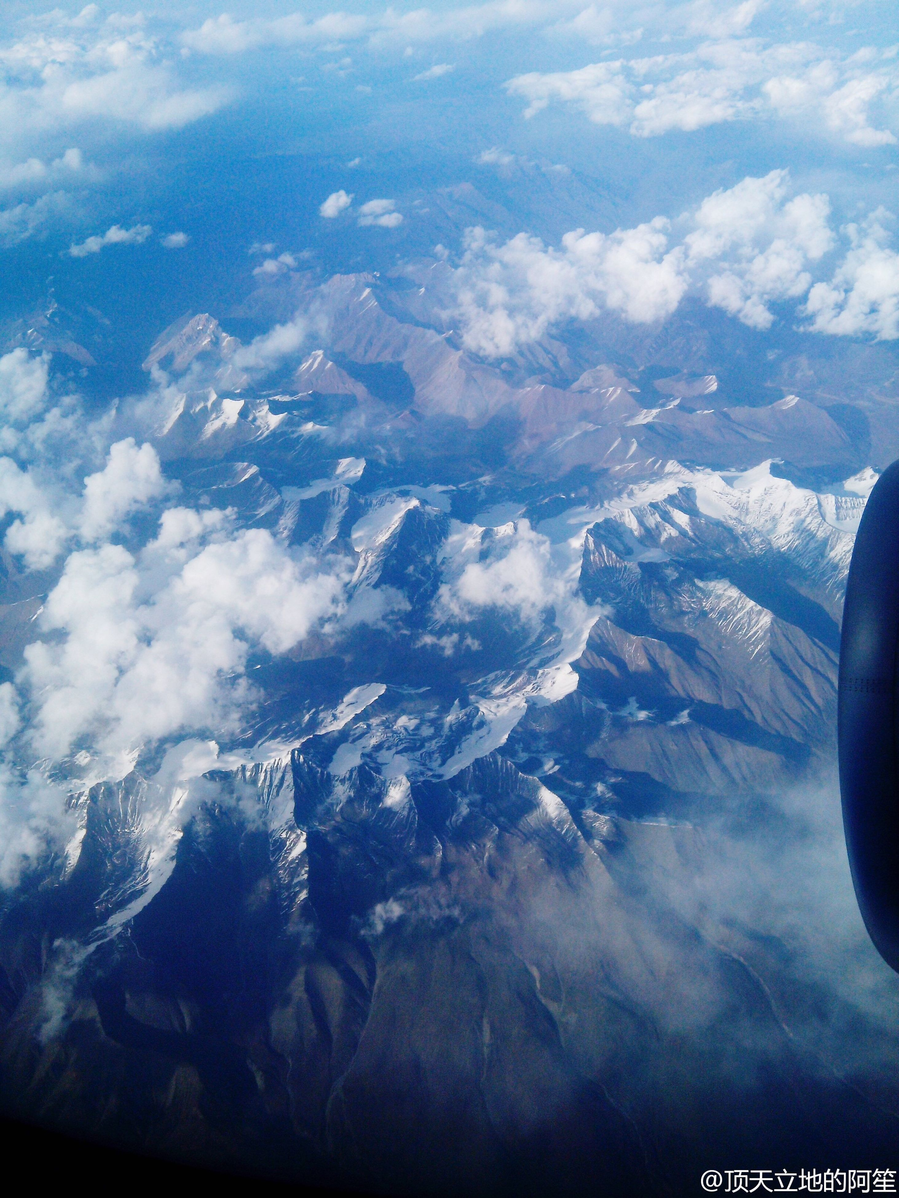 aerial view, scenics, landscape, beauty in nature, tranquil scene, mountain, tranquility, nature, airplane, mountain range, sky, air vehicle, cloud - sky, snow, idyllic, winter, blue, majestic, travel, snowcapped mountain