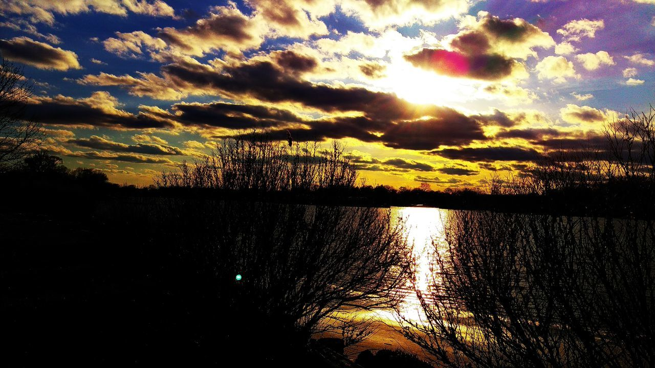 sunset, reflection, scenics, beauty in nature, tranquil scene, nature, tranquility, cloud - sky, water, sunlight, sky, sun, sunbeam, no people, lake, silhouette, outdoors, tree, day