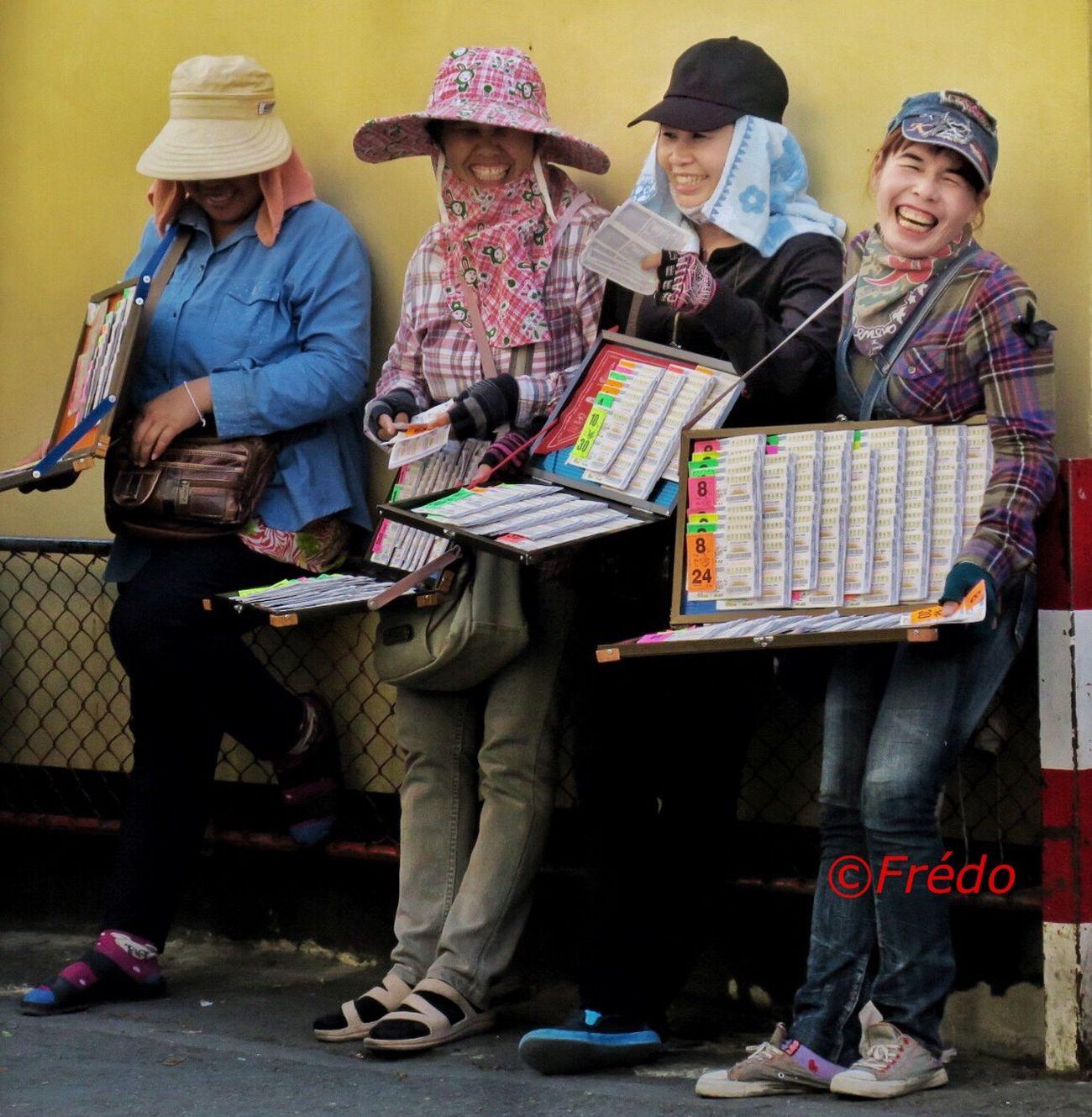 Happiness Thaïlande Streetphotography Portrait Real People Street Photography Eye4photography Colorful Photo Streetphoto EyeEm Gallery Smile Happiness Thaistagram Eyem Best Shots Street Photos😄📷🏫⛪🚒🚐🚲⚠ EyeEm Best Edits EyeEm Best Shots EyeEmBestPics Thailand Photos Thailand_allshots Streetphoto_color Eyeemphotography Photooftheday #Chiang Mai Eyem Gallery Lottery #joy
