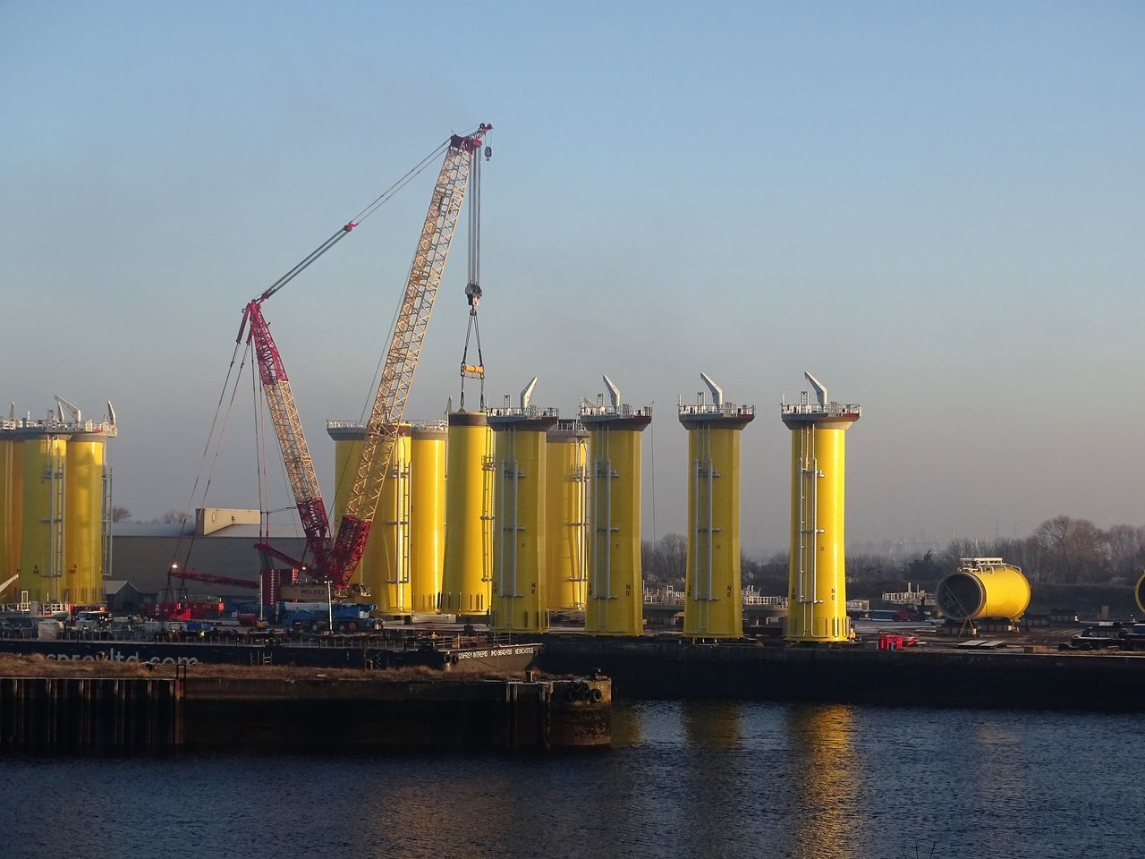 Commercial Dock Construction Crane - Construction Machinery Engineering Industry Offshore Platform Towers Wind Turbine