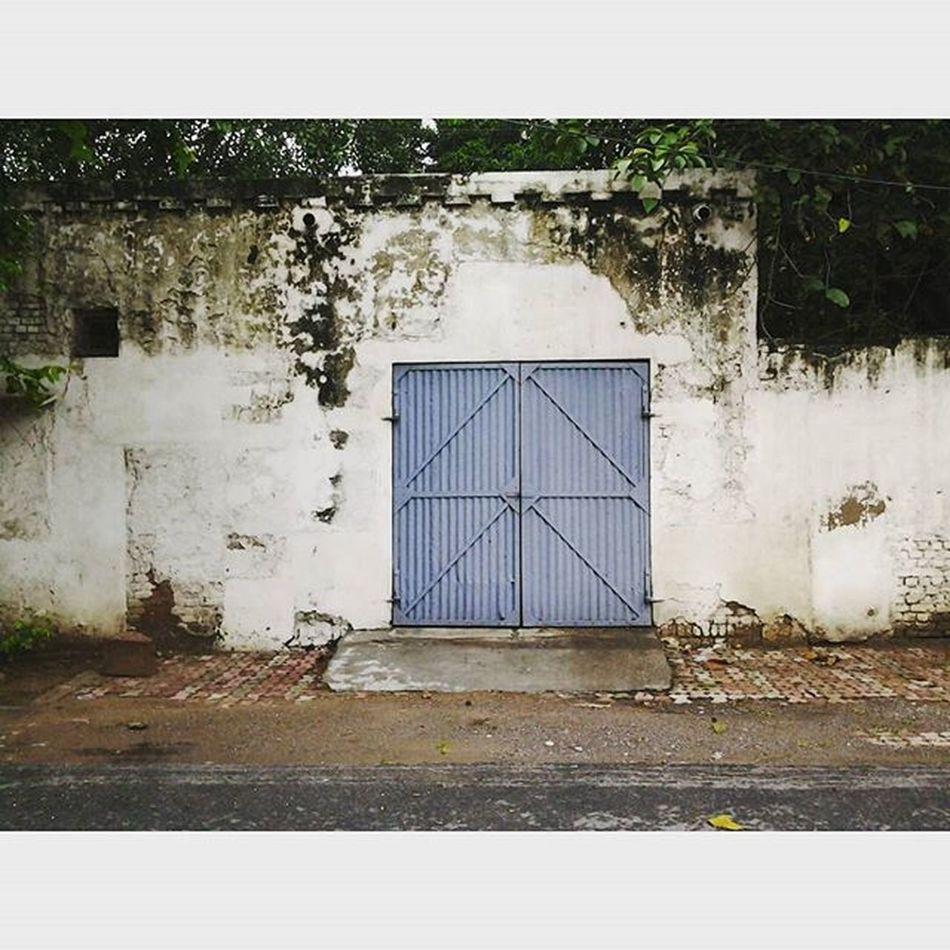 Keep the doors closed for what lies inside, no one knows. VSCO Vscophile Vscoindia Vscocam Vscogrid Vscodaily Vscoedit Vscogood Vscogram Vsco_hub Vscogallery Vscolover Wanderlust Exploring Experiences Newdelhi Dilli Instadaily Instapic Instaedit Instagood Instagramhub Streetsofdelhi Streetsofindia Serenity igers ig_delhi potd picoftheday door
