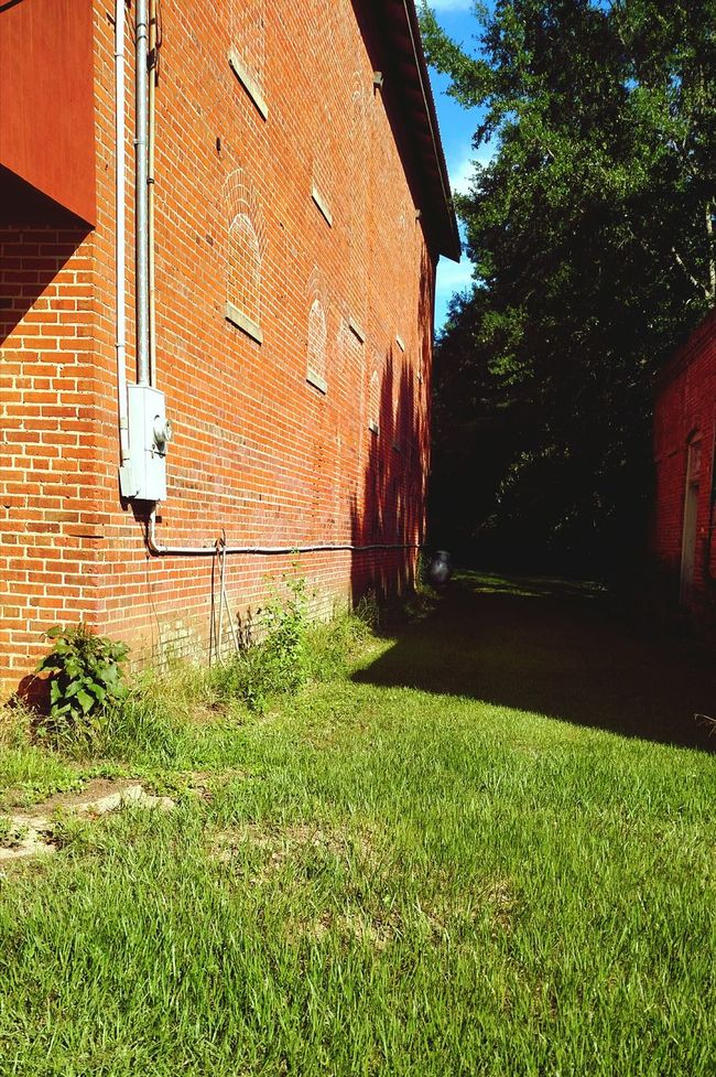 Old Buildings In Between Buildings Alley Alleyway Historic Buildings  Historic Places Grassy Sunlight And Shadow Sunlight And Shade Lodge Masonic Masonic Buildings No Windows