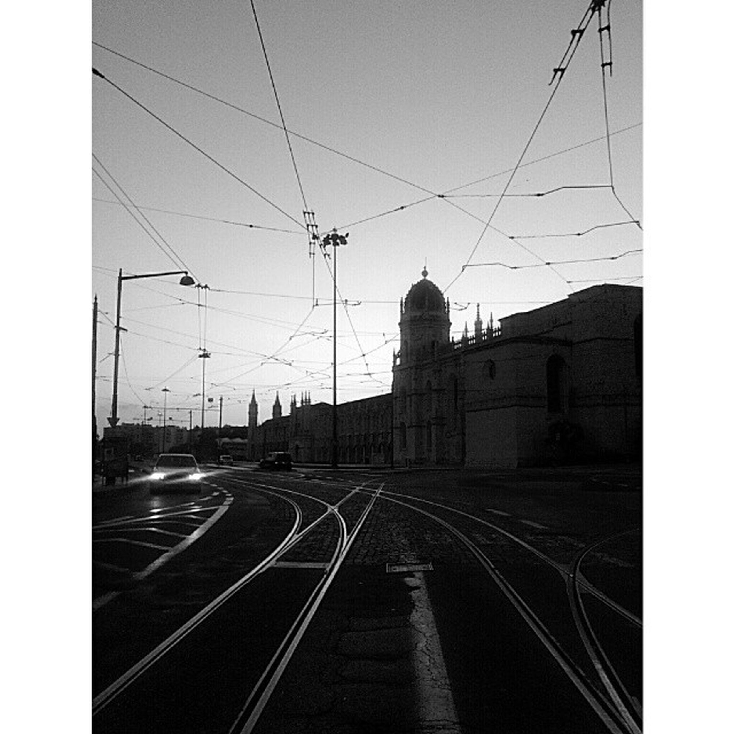 Hoje o dia terminou com esta vista. Mosteirodosjeronimos Mosteirodesantamariadebelém Belém Lisboa Praçadoimpério Renascimento Manuelino