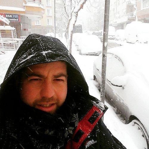 İstanbulda hava diye güneşli ıslak sokaklarda haber yapılıyor. Hangi ıstanbulda? Bakirkoyden büyükçekmece ye kadar biz yohuz ❄❄❄