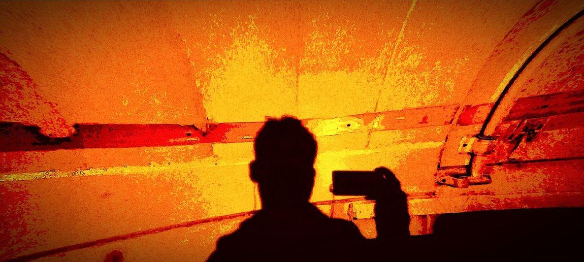 Darkness And Light MyPhotography Taking Photos Mycamera Benvegölgem I And Shadow Karanlık Yollarda Telefonum Ve Ben Duvarda Yansımam Hayat Bir Fotoğraf