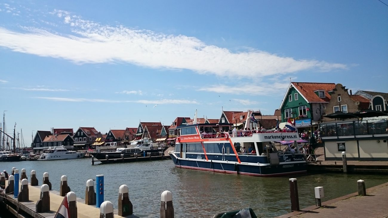 Paseando por el Embarcadero de Volendam en Holanda
