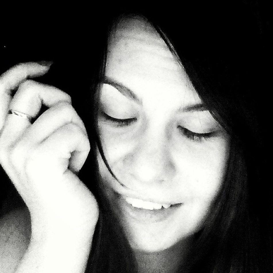Родной, начни же видеть сны, В ночи закрыв глаза свои. И в мире грёз исчезнут псы, Что приносили много боли.... 😴🌃🌌 ночнойбред стишок улыбка глаза  selfiesmilegirlgoodnigthsweetsdreamseyesblackandwhiteversewrite4am