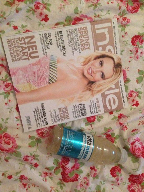 Instyle Vitamin Water Ootd Britney Spears