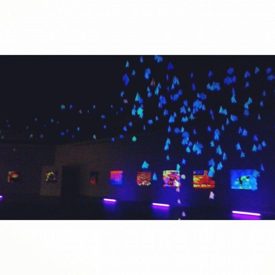 Sentirse fuera y viajando... Flouresente Neon UABC  Art Intalacion Uabcartes Galeria