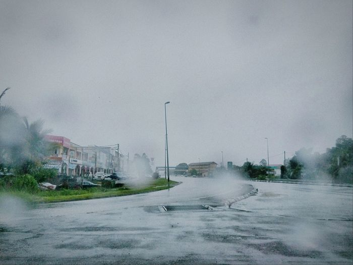 Rainy Days Hujan Inside Car EyeEm Malaysia Eye4photography  Phoneography Hanging Out On The Road Taking Photos Free Open Edit