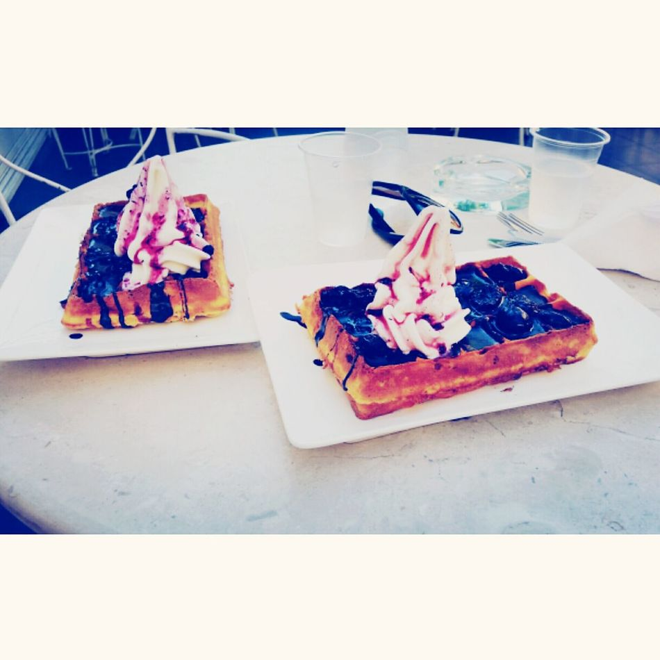 We are not missing the waffles Sweetmorning Waffles!! Where Are The Waffles? Onlywithmyhubby Cake Cake Cake Cake  Food♡ Foodgasm Onthetable Berries Yum Frozen Yogurt