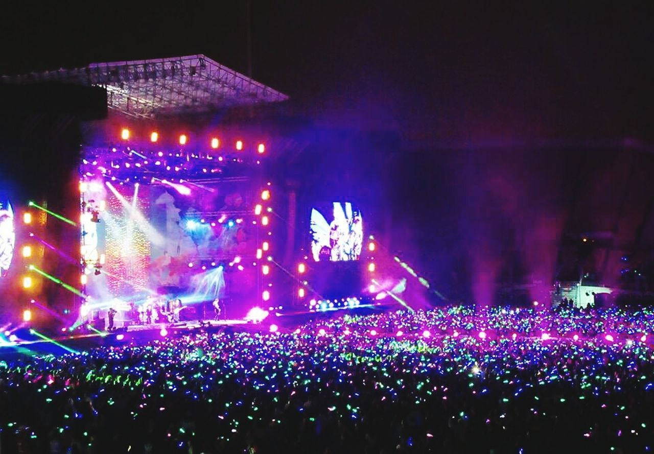 A Head Full Of Dreams COLDPLAY ♥ Chile Concert Lifestyles Dreaming Love In The Air Estadio Nacional, Chile