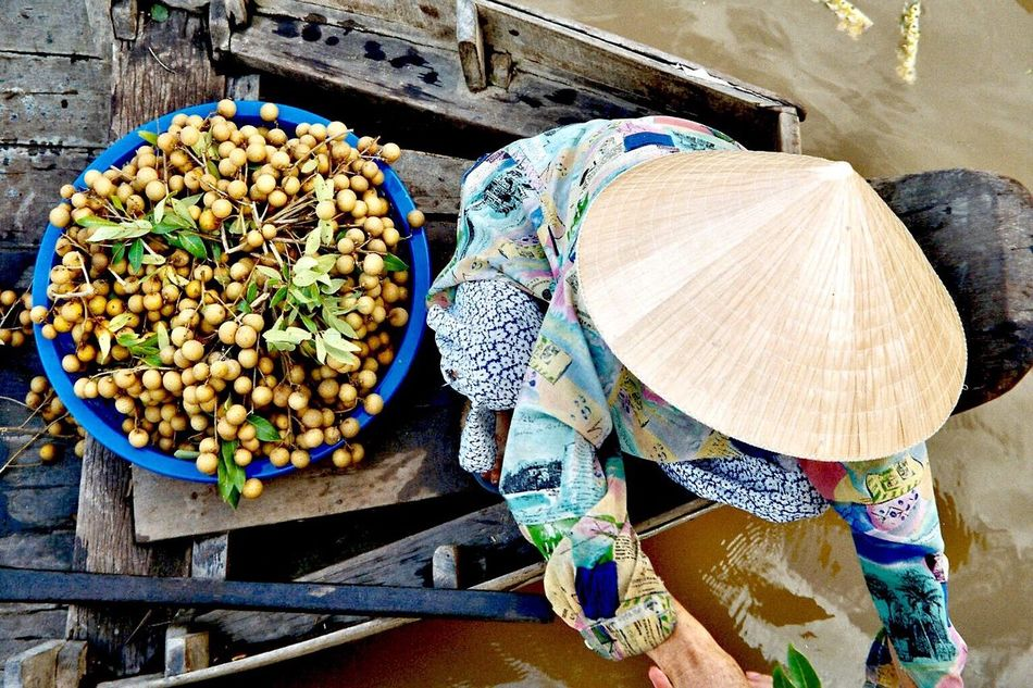 Market Vendor Market Boat Market Stall Non La Non La Vietnam Market Food Food And Drink Outdoors Large Group Of Objects Variation Freshness Choice For Sale Healthy Eating Day No People Market On The Sea Water Market Asian People Real People Way Of Life From Above  Different Angle ASIA