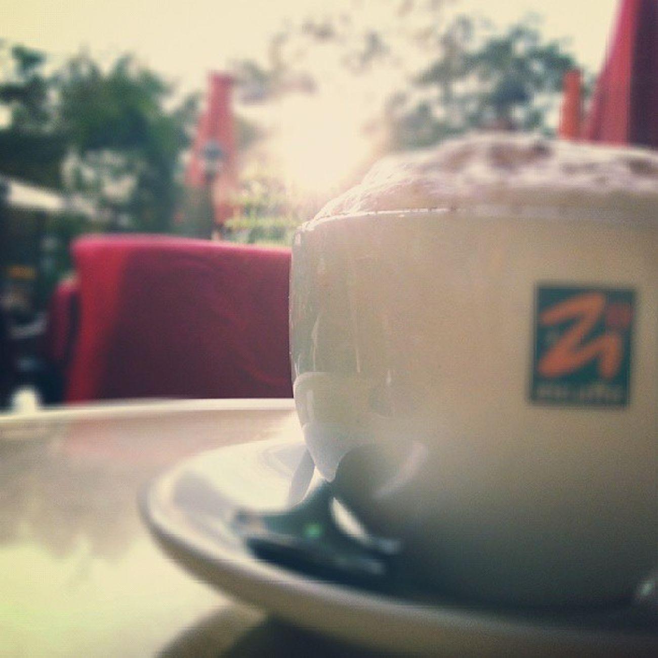 Feierabend Capuccino Coffeein Koffein sucht schmacht liebe eiskaffee milchschaum