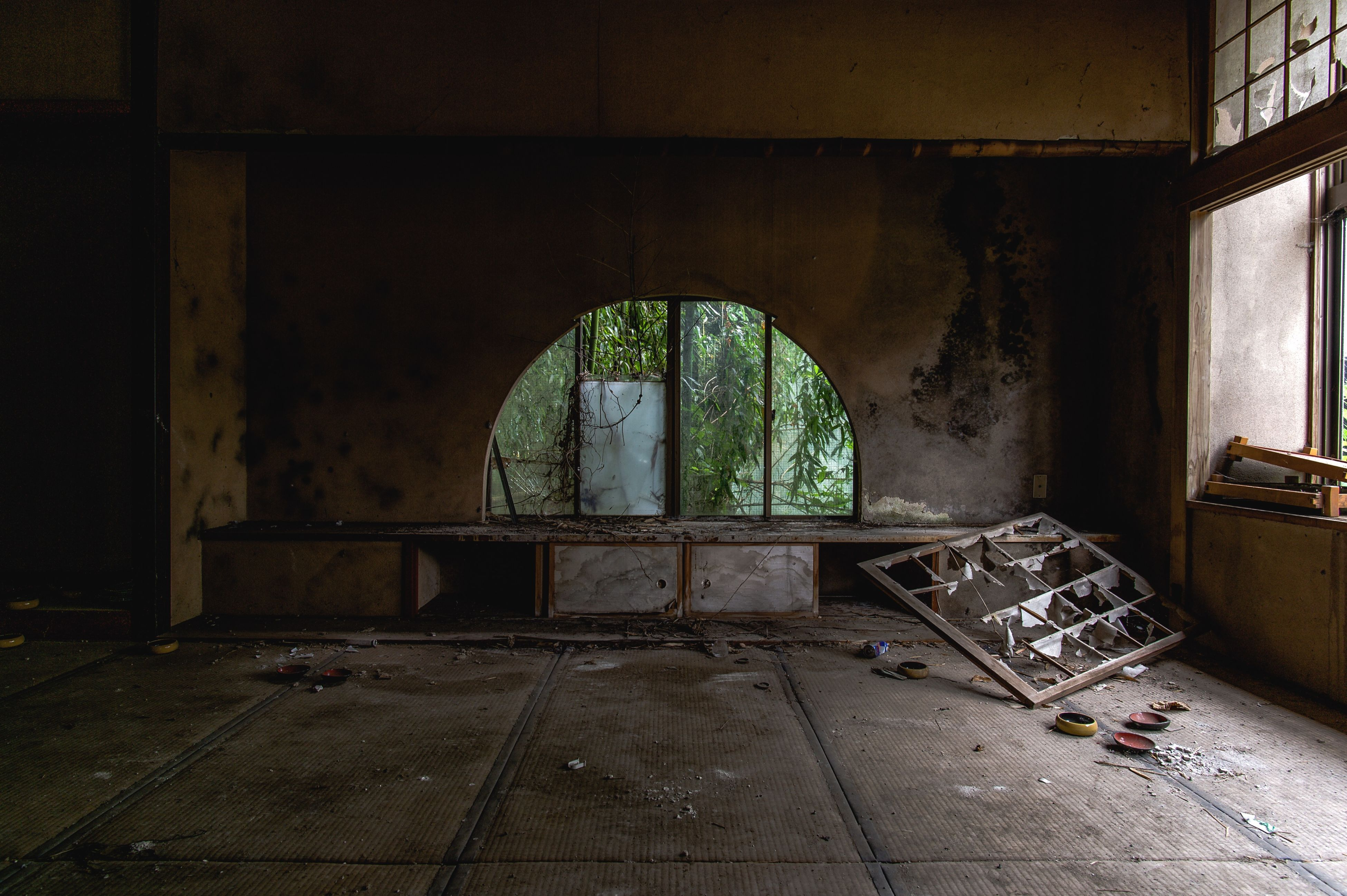 architecture, built structure, indoors, abandoned, old, wall - building feature, obsolete, building exterior, damaged, arch, deterioration, building, run-down, interior, weathered, no people, wall, day, window, door
