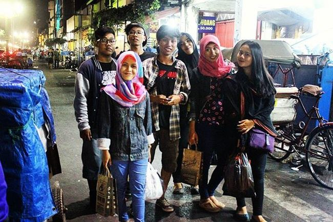 """Butuh refreshing bareng"""" lagi Arsipbe Malioboro Yogyakarta Jalanjalanmen Ramerame Sahabat Ayodolan Kumpulbareng Pejuangsenyum Sekawan gk cukup nandai neh rek"""