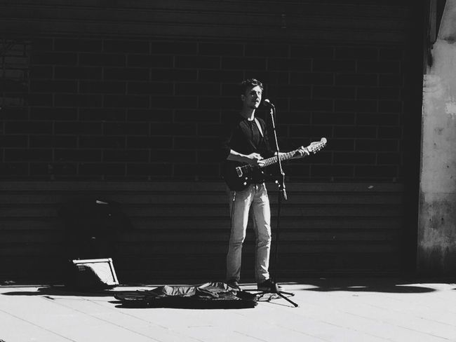 The lone singer Shoot, Share, Learn - EyeEm Trieste MeetUp Streetphotography Streetphoto_bw Portrait