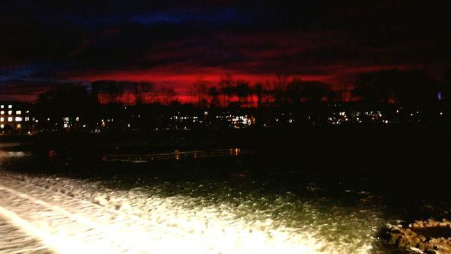 Showcase: January Abendstimmung Abendröte Dämmerung Farben Fluss Taking Photos Enjoying LifeGischt Schauspiel First Eyeem Photo