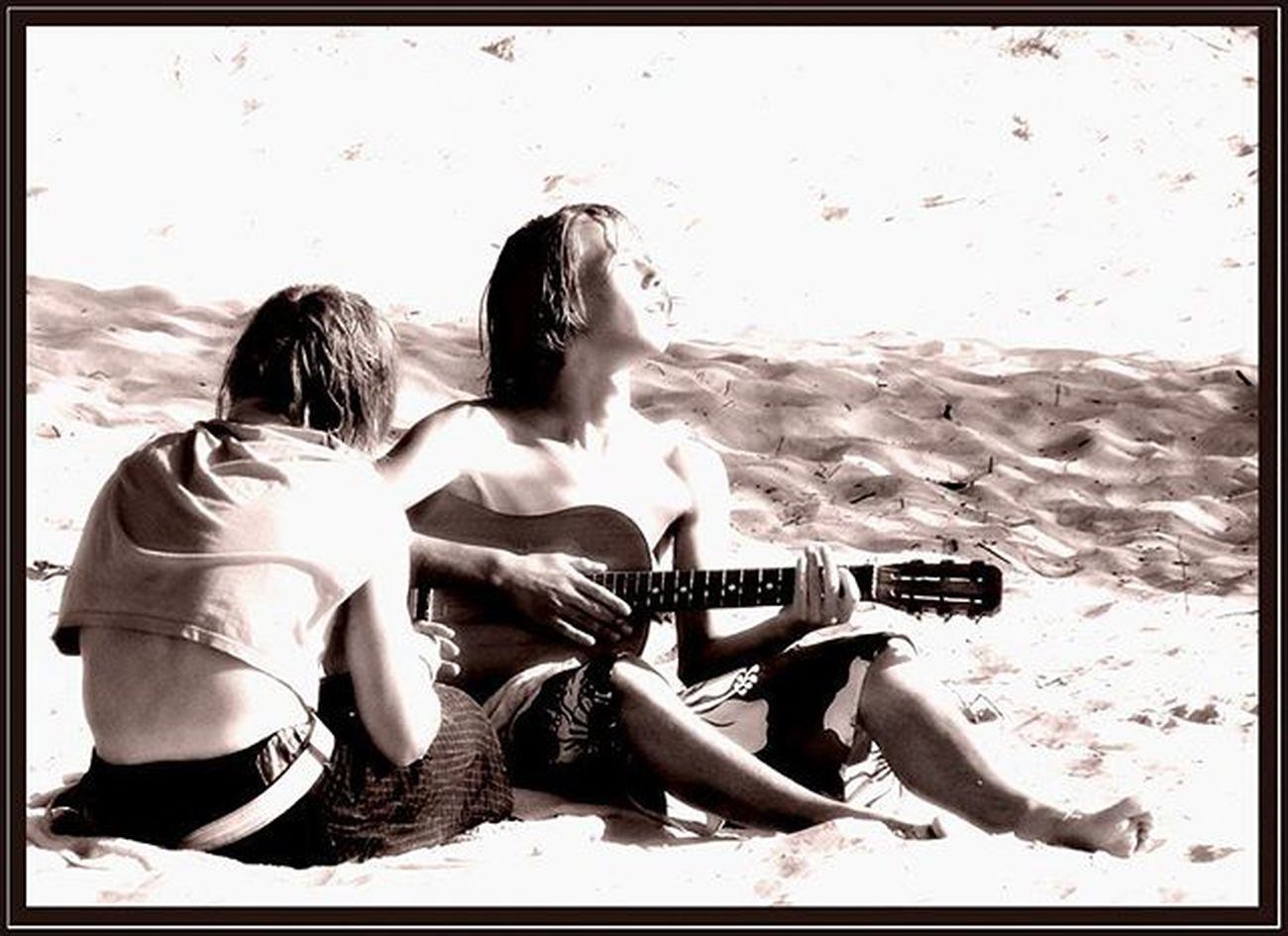 Boysonthebeach Guitarhero Musicinmymind Foreveryoung  Romanticsoul Sun Singing