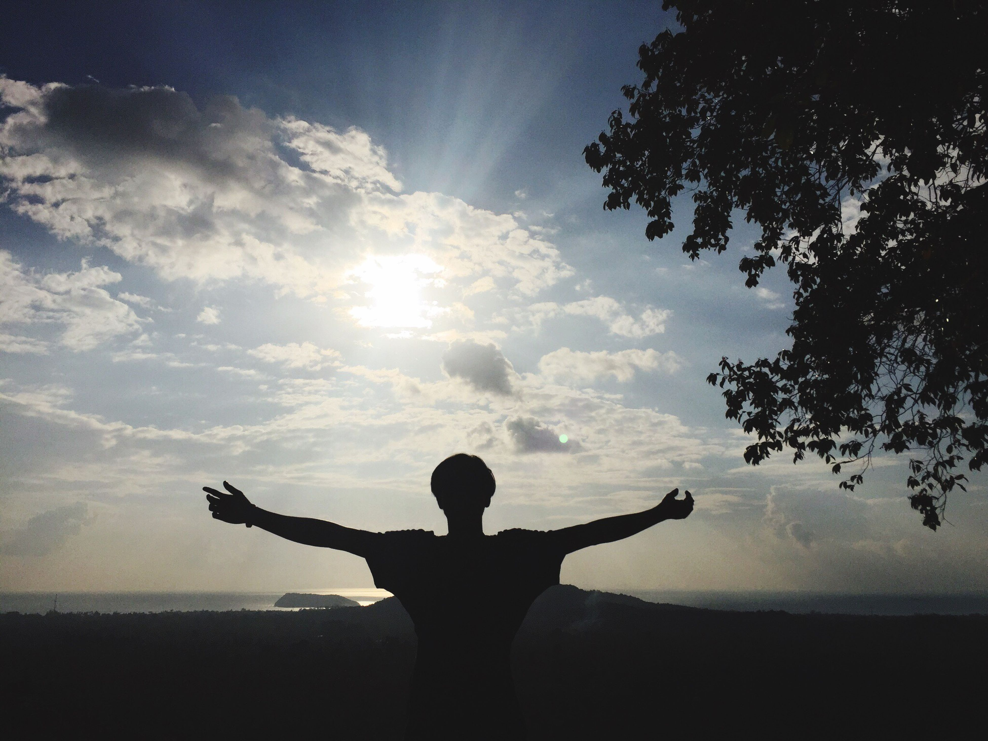 silhouette, sky, leisure activity, sun, lifestyles, sunlight, full length, tranquility, standing, cloud - sky, tranquil scene, tree, nature, beauty in nature, sunbeam, rear view, men, childhood