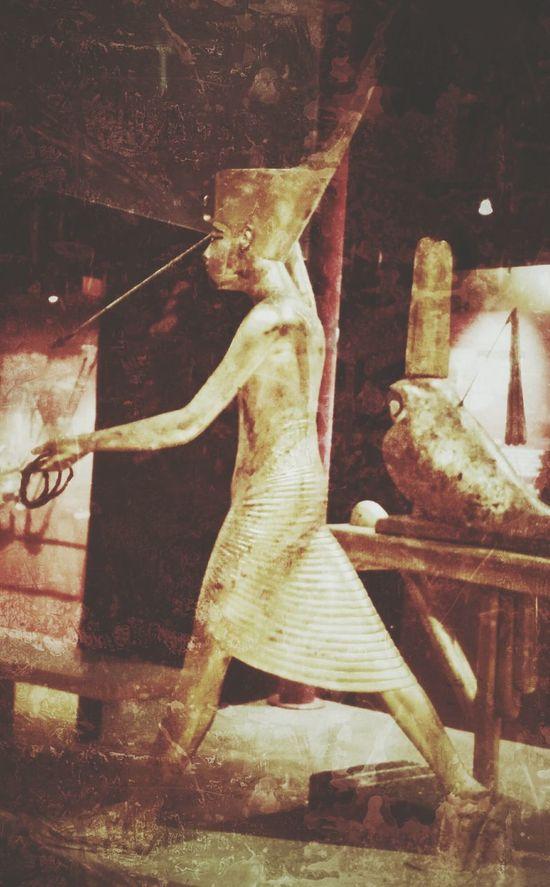 Walk Like An Egyptian Tut