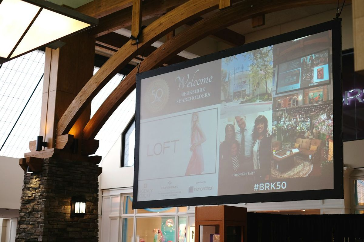 Saw some of my photographs up on the big screen. Changing The World Social Media Bussiness Meeting Omaha, Nebraska A Day In The Life Check This Out Taking Pictures Photography Hello World Busy Day
