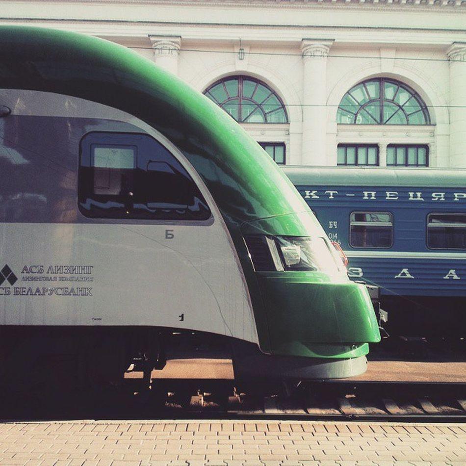 Городские электрички в Минске совсем не похожи на тот ад, который у нас в Киеве. Здесь действуют Городские линии - City lines, на них курсируют швейцарские поезда Stadler. Так же есть Региональные линии - Regional lines - связывают Минск и областные города-саттелиты с ним. На них тоже курсирует Stadler. Ну и ещё сеть Международные линии - например рейс Минск - Вильнюс, 2 часа и ты в столице Литвы. Курсируют польские дизельные составы Pesa. Минск чыгунка беларусь