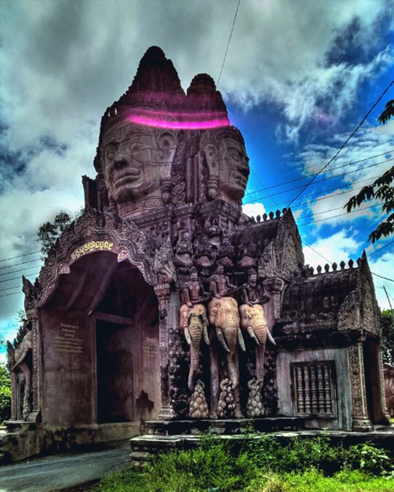 Entrance to Wat Sowann Thamareach. Lumia930 Mobilephotography WindowsPhonePhotography WeLoveLumia ShotOnMyLumia  Lumiaography Theappwhisperer Makemoments MoreLumiaLove GoodRadShot TheLumians Fhotoroom Lumia PicHitMe EyeEm Eyewm_o MenchFeature Photography Nban NbanFamily Pixelpanda Visitorg Natgeo Natgeotravel Natgeoyourshot Cambodia PhnomPenh @fhotoroom_ @thelumians @lumiavoices @pichitme @windowsphonephotography @microsoftwindowsphone @microsoftlumiaphotography @mobile_photography @moment_lens @goodradshot @mobilephotoblog @street_hunters @lumia @pixel_panda_ @eyeem_o @photocrowd @photoadvices @nothingbutanokia @nothinbutanokia