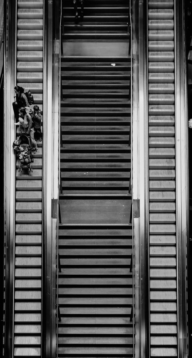 the excusion Architecture Architecture_bw Backgrounds Close-up Detail Escalator Escalators Excursion Family Full Frame Kids Metallic Real People Repetition Rolltreppe Rolltreppen Shutter Street Photography Streetphoto_bw Streetphotography The Architect - 2016 EyeEm Awards Traveling Urban Urban Geometry