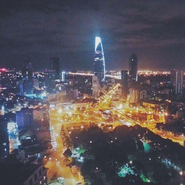 Sài gòn lạc nhau suýt mất kẻ ở người đi lối vô tình captured by my Samsung Samsunggalaxynote2 Sky Bitexco Lifestyle Vietnam Vscocam Saigon Night Nightlife Street City Topview
