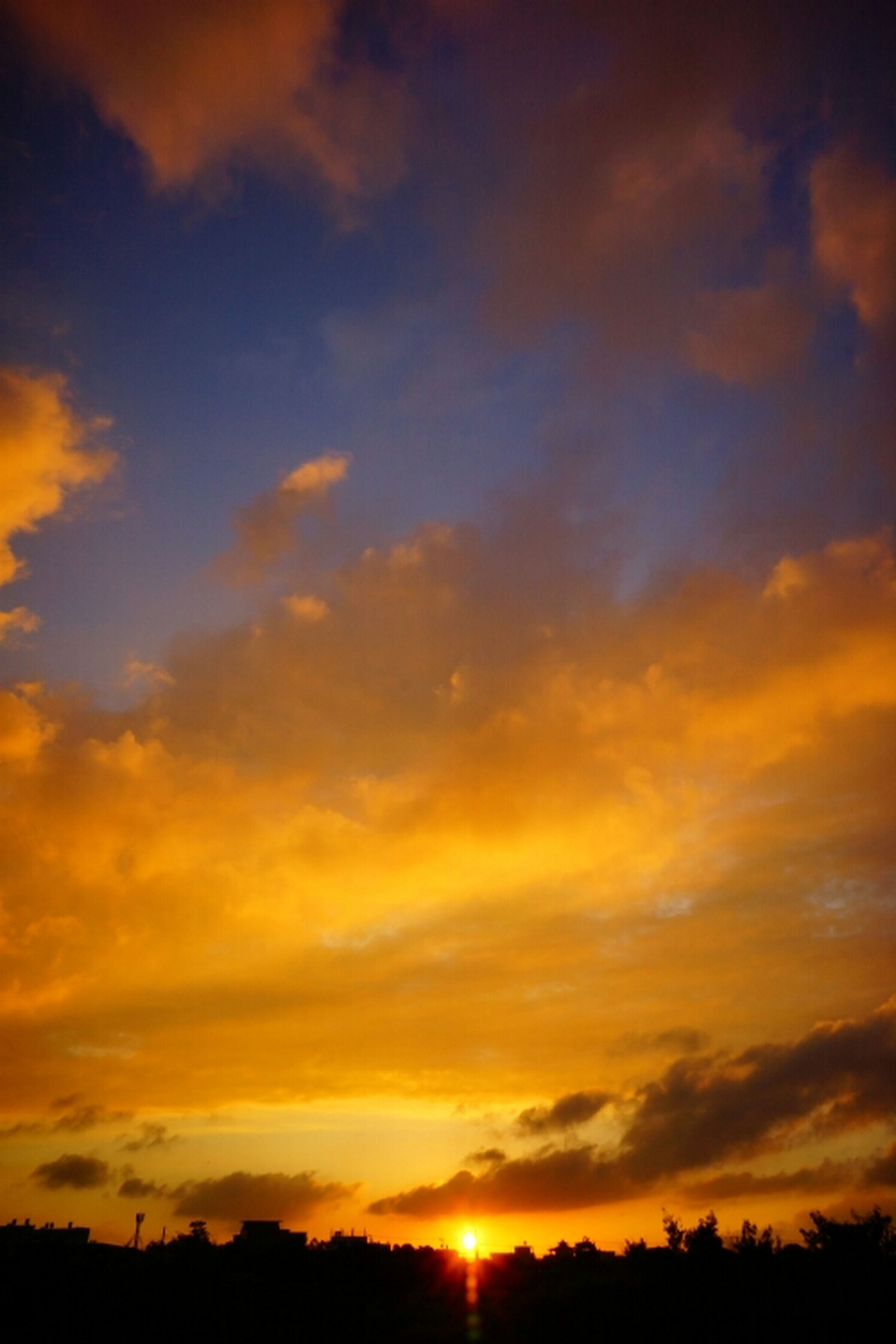 sunset, orange color, silhouette, scenics, sky, tranquil scene, beauty in nature, tranquility, sun, idyllic, nature, cloud - sky, dramatic sky, cloud, sunlight, landscape, majestic, outdoors, no people, moody sky
