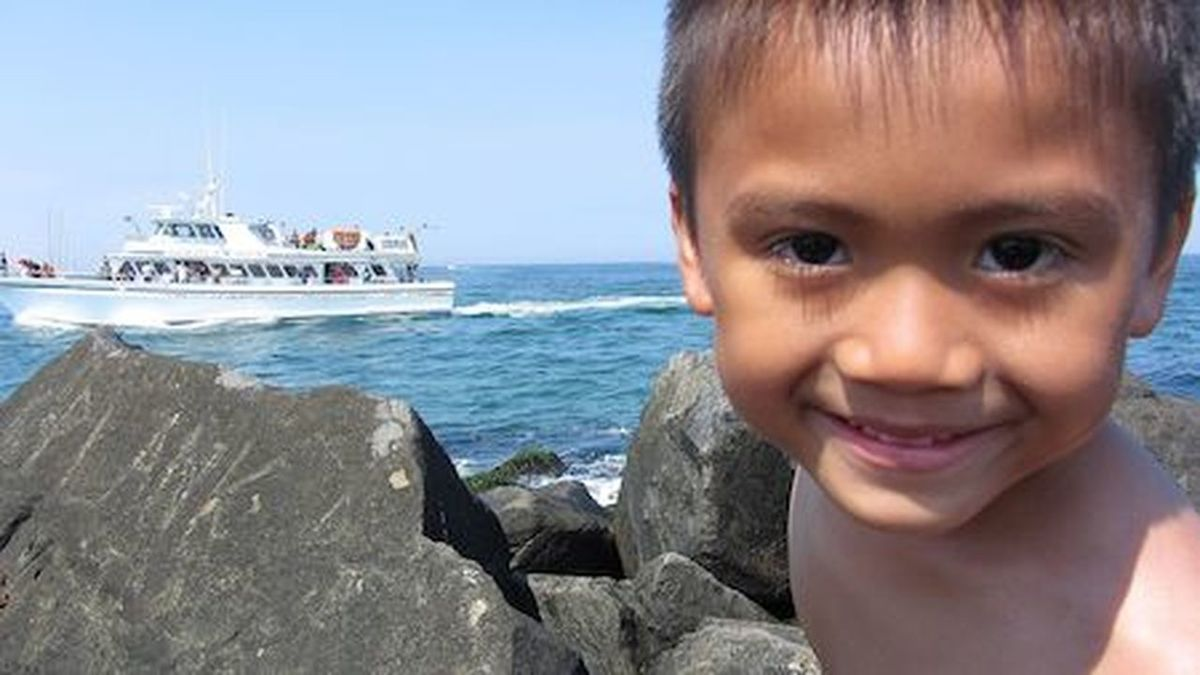 Asian Boy Asian Child Boy Child Child And The Ocean Child At The Beach Lad People Of The Oceans Seaside Beach Sea Cruise Ship Inlet Waters