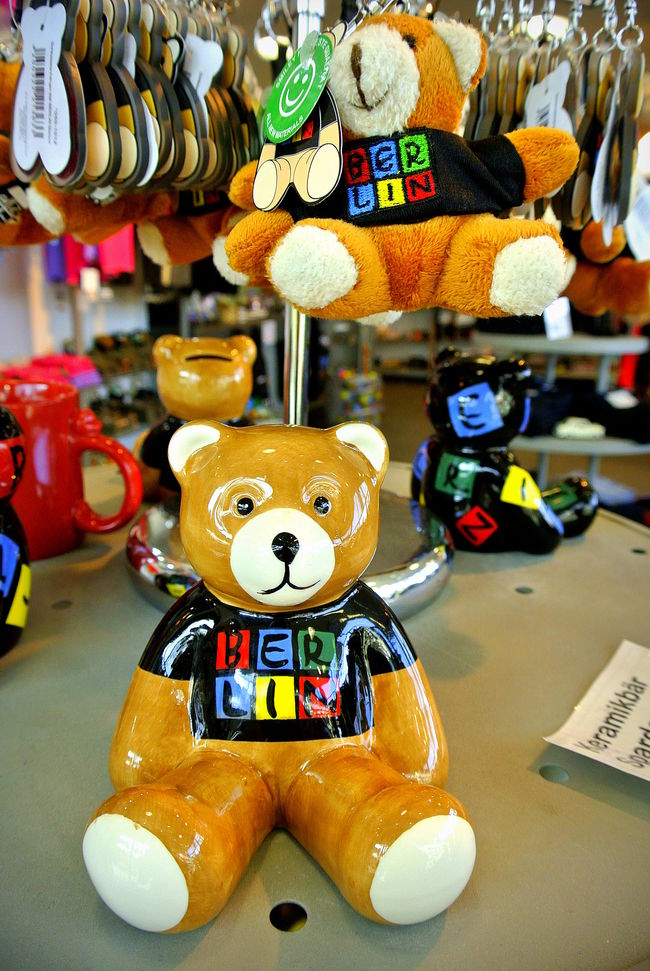 Berlin bear souvenir Battle Of The Cities Berlin Bear Berlin Photography Berlinphotography Berlinphotos BerlinSouvenir Group Of Objects No People Retail  Souvenir Souvenirs/Gift Shop Symbol