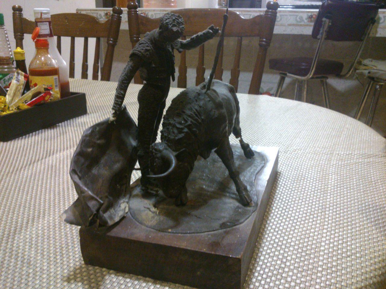 Animal Themes Day Domestic Animals Esculturas Y Estatuas Indoors  Manolo Martíne No People One Animal Sculpture Statue Table Toreros