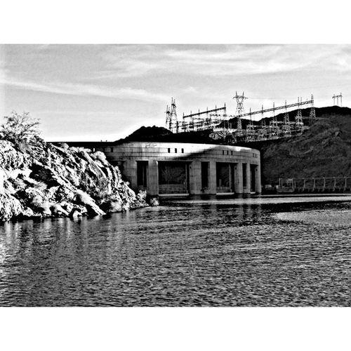 1:20 pm fishing off the dam and its 106° Relaxing Lakehavasu Arizona Nexus6 nexus6photography photography sony sonyh300 fishing