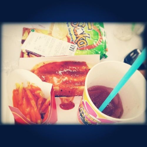 Eat.. ate.. eaten..! lol @rinemitra @tyoaris @anitadwikur Food Bigbite Seveneleven Starvedpart2 greedy hahaha picoftheday instafood