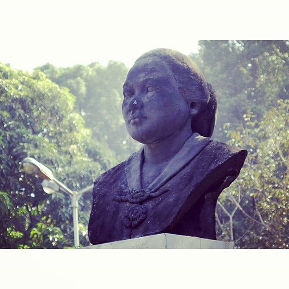 Dewi Sartika. National hero of Indonesia. Statue Patung Nationalhero Pahlawan dewisartika balaikotabandung bandung jawabarat westjava