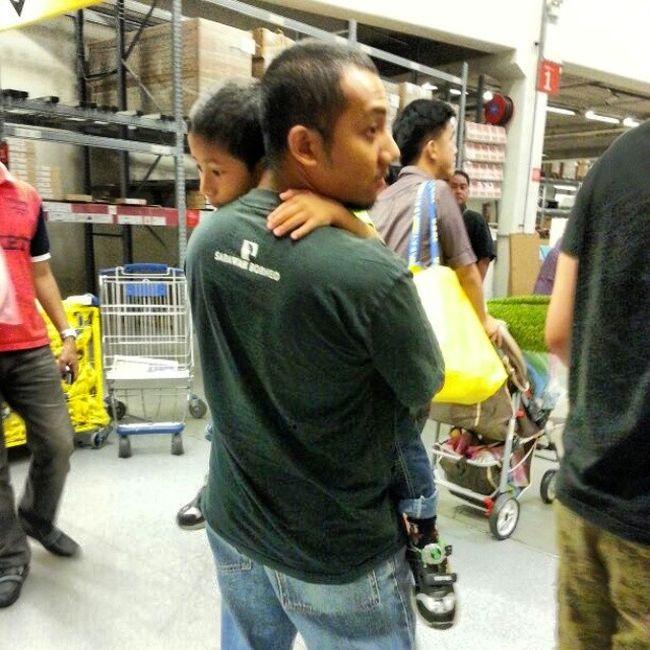 he love me..like fruits son like uncle... Mintak Dukung Kibat Penat