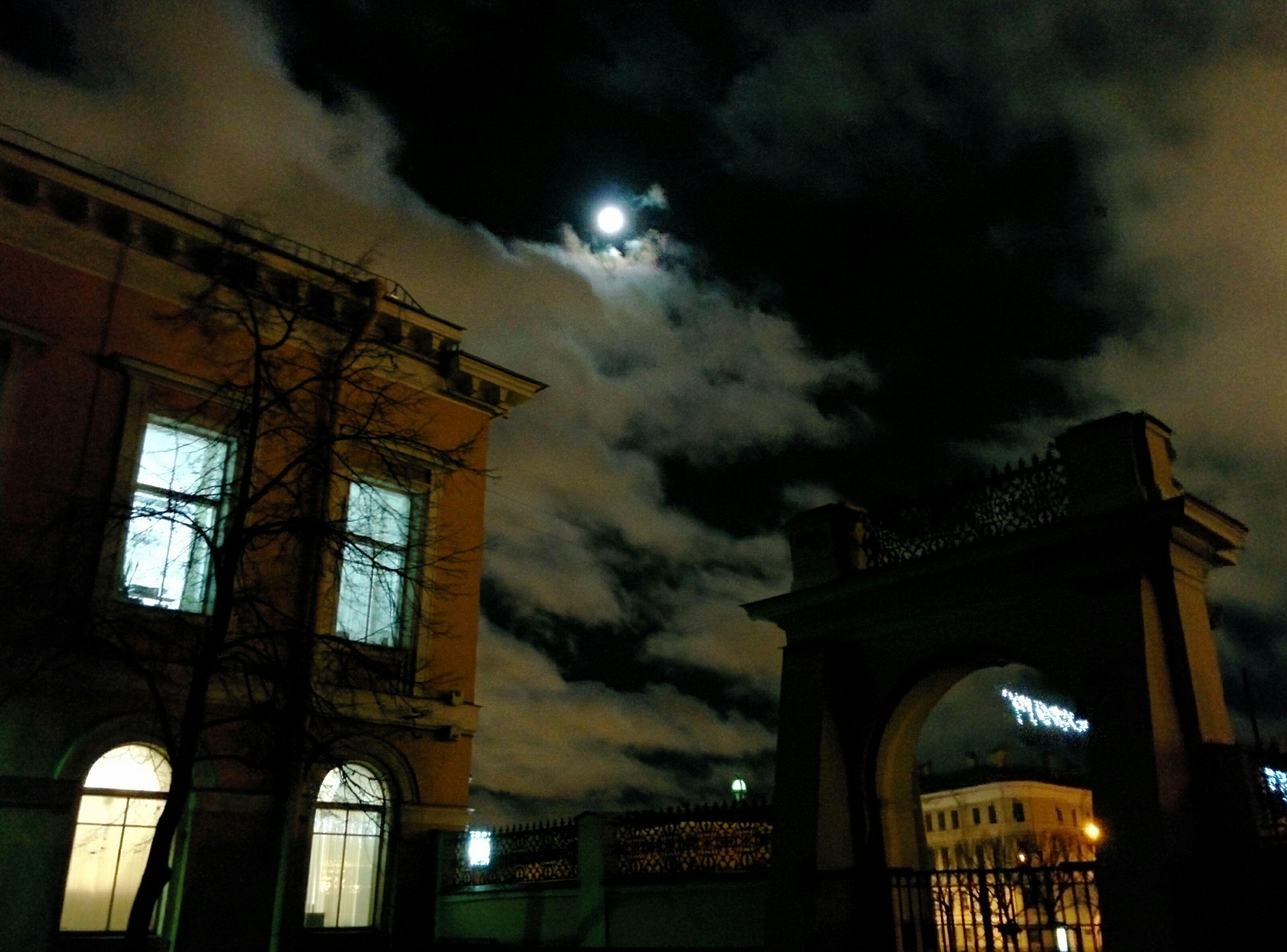 подворотня вечер луна небо зло-рядом